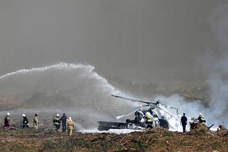 Ликвидация пожара на месте крушения вертолета Ми-28 на авиашоу в Рязанской области