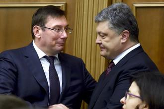 Генеральный прокурор Украины Юрий Луценко и президент Украины Петр Порошенко (слева направо) на собрании народных депутатов в Верховной раде
