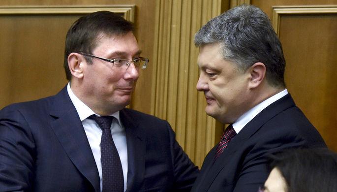 Генеральный прокурор Украины Юрий Луценко и президент Украины Петр Порошенко (слева направо) на...