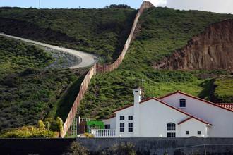 Стена, разделяющая США и Мексику