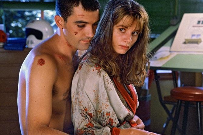 Кадр из фильма «Свяжи меня» (1989)