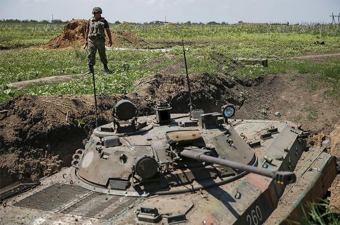 Военнослужащий вооруженных сил Украины в поселке Марьинка