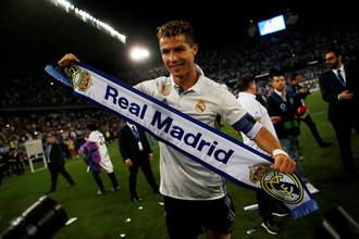 Нападающий мадридского «Реала» Криштиану Роналду празднует чемпионство после победы в матче с «Малагой» в заключительном туре чемпионата Испании