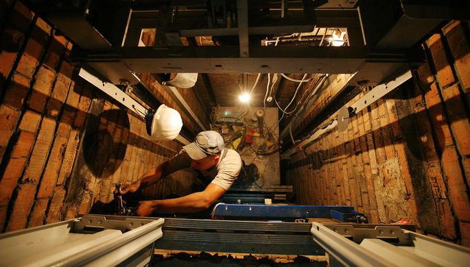В России хотят разработать программу по замене ветхих лифтов