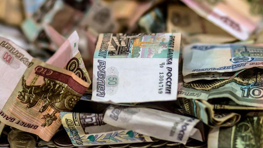 Рубль падает на открытии торгов