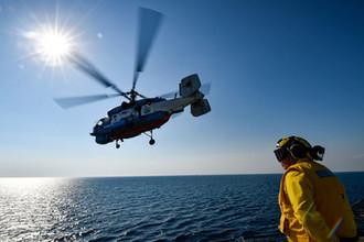 Украинский вертолет Ка-27 во время взлета с корабля USS Mount Whitney во время совместных учений НАТО и Украины в Черном море, 2018 год