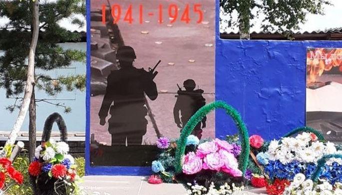 Ошиблись с формой: с памятника погибшим воинам убрали солдат НАТО