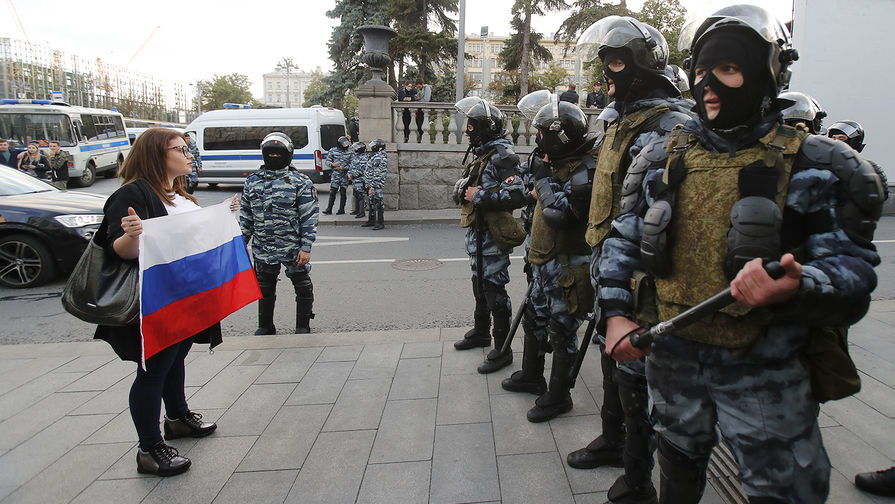 """Сенаторы США хотят ввести санкции за """"преследование оппозиции"""" в России"""