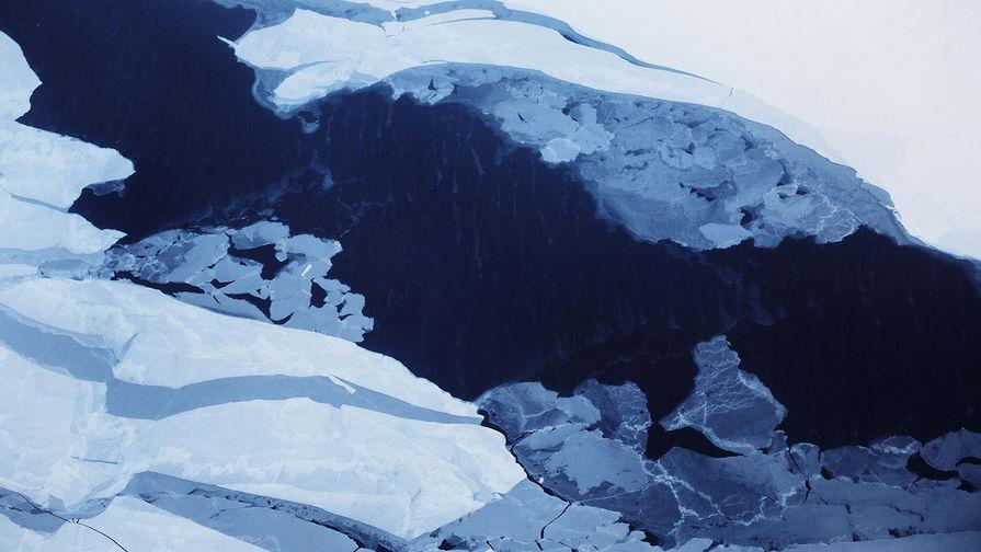 В Приморье семья с тремя детьми провалилась на машине под лед и утонула