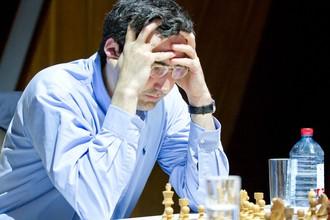 Владимир Крамник победил белыми Харикришну в 4-м туре Мемориала Гашимова