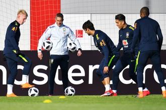 Игроки сборной Бразилии по футболу на тренировке перед товарищеским матчем против сборной России.