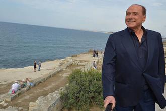 Сильвио Берлускони на фоне Черного моря, 2015 год