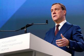Председатель правительства России Дмитрий Медведев выступает на пленарном заседании «Факторы успеха: идеи, кадры, компетенции» Российского инвестиционного форума «Сочи-2019», 14 февраля 2019 года