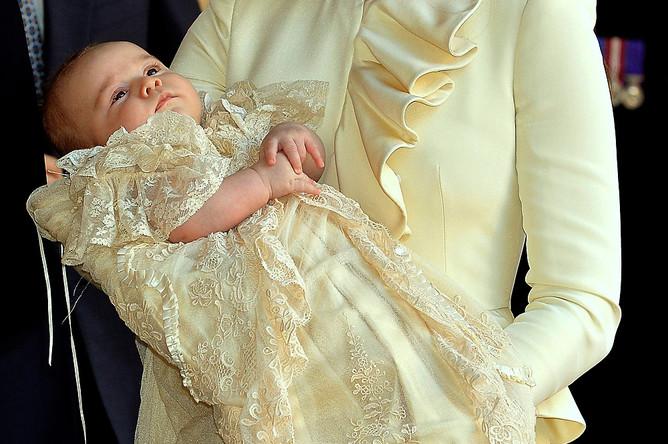 Принц Джордж перед началом церемонии крещения