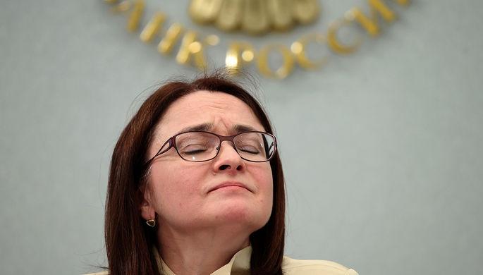 Председатель Центробанка России Эльвира Набиуллина во время пресс-конференции в Москве, 2015 год
