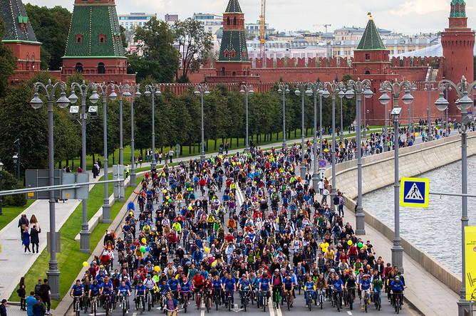 Участники осеннего велопарада в Москве, 17 сентября 2017 года