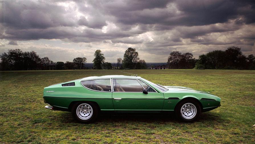 <b>Lamborghini Espada</b> (годы выпуска: 1968&nbsp;- 1978). Автомобиль оснащался расположенным спереди двигателем V12 объёмом 4.0 литра (325 л. с.) с шестью двухкамерными карбюраторами. Большинство коробок передач были механическими, но на поздние версии Espada опционно ставились и «автоматы» Chrysler. Это были одни из первых АКПП, способных справиться с крутящим моментом спортивного V12. Всего было изготовлено 1217 автомобилей, это была самая удачная модель компании на тот момент.