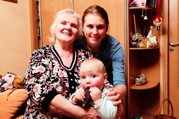 Татьяна Ильючик свнучкой Татьяной и правнуком Мишей