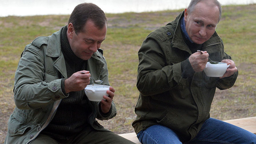 Дмитрий Медведев, Владимир Путин хоёр Ильмень нуурын эрэг дээр, 2016