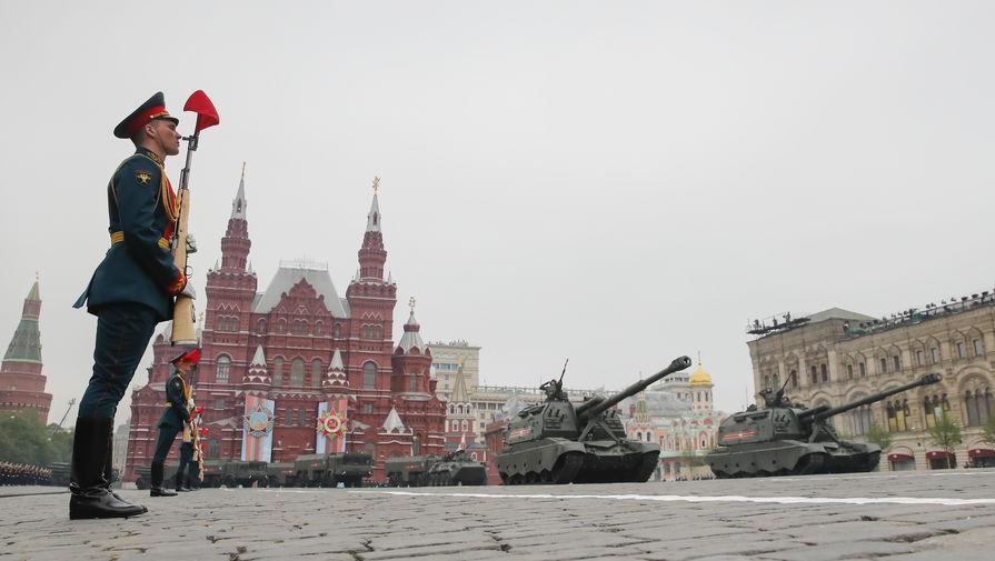 Самоходные артиллерийские установки (САУ) «Мста-С» во время военного парада Победы на Красной площади, 9 мая 2019 года