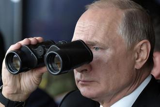Президент России Владимир Путин на полигоне «Донгуз», где проходит основной этап стратегического командно-штабного учения «Центр-2019», 19 сентября 2019 года