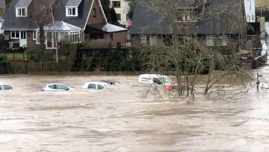 Последствия шторма «Деннис» в Великобритании, февраль 2020 года