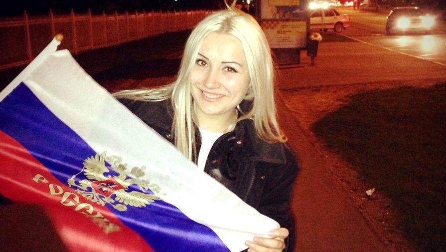 Сообщница заключенного Шестакова Татьяна Важалина(справа) во время оглашения приговора в Вологодском областном суде