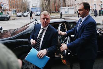Анатолий Чубайс у здания Черемушкинского суда, 24 ноября 2017 года