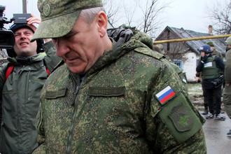 Представитель России в совместной группе по прекращению огня на востоке Украины во время инспекции в Донецкой области, 2015 год