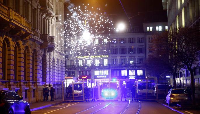 Акция протеста против визита президента США Дональда Трампа в Швейцарию в Цюрихе, 23 января 2018...