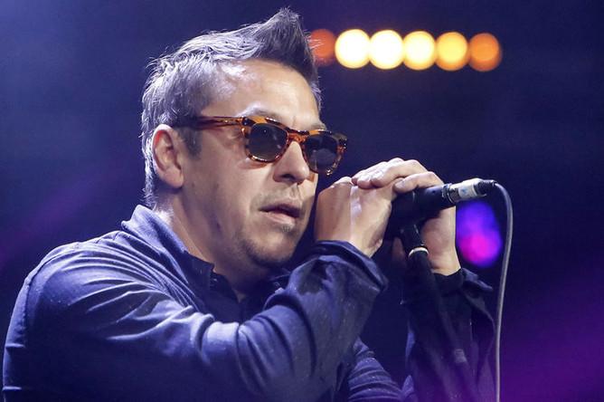 Лидер группы «Танцы Минус» Вячеслав Петкун выступает на фестивале «Радио Зенит» на стадионе «Крестовский» в Санкт-Петербурге, 2017 год