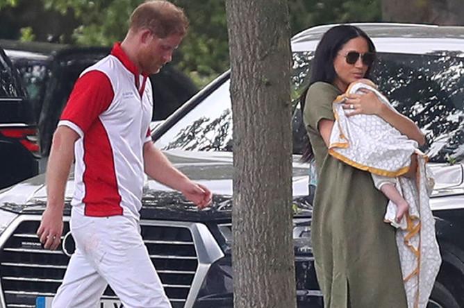 Принц Гарри, Меган Маркл и их 2-месячный сын Арчи на благотворительном турнире по поло, 10 июля 2019 года