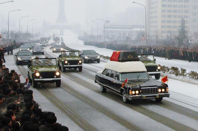 Lincoln Continental с гробом Ким Чен Ира