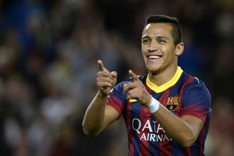 Гол Алексиса Санчеса принес «Барселоне» победу в каталонском дерби