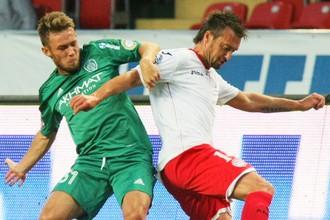 Мацей Рыбус (слева) сделал дубль в матче с «Амкаром»