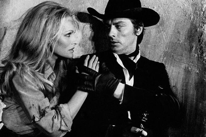 Урсула Андресс и Ален Делон в сцене из фильма «Красное солнце», 1971 год