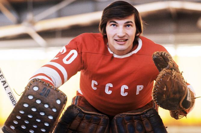 Вратарь сборной СССР по хоккею с шайбой Владислав Третьяк, 1976 год