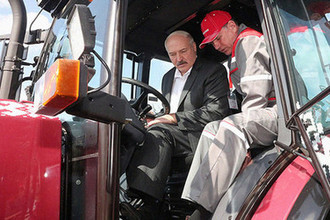Президент Белоруссии Александр Лукашенко во время церемонии в честь начала посевной кампании в Молдавии, 19 апреля 2018 года