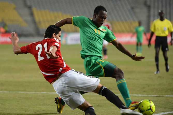 Борьба между игроками сборных Египта и Зимбабве была упорной