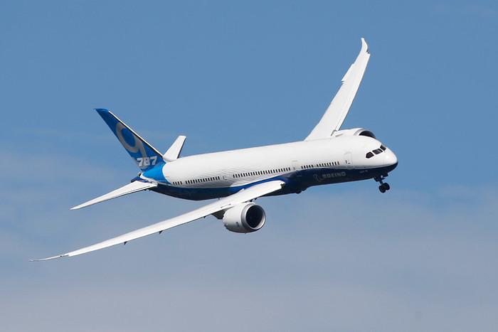 Пассажирский самолет Boeing 787 на Международном авиационно-космическом салоне...