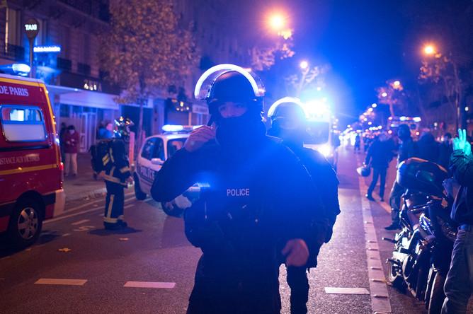 Полиция около театра Bataclan в Париже