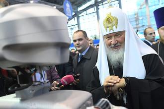 Патриарх Московский и всея Руси Кирилл около робота на православном студенческом форуме в Москве, 2016 год