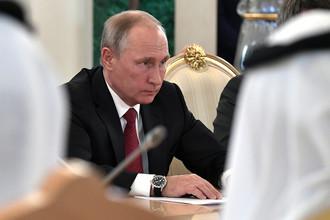 Президент России Владимир Путин во время переговоров с королем Саудовской Аравии Салманом ибн Абдул-Азиз Аль Саудом в Москве, 5 октября 2017 года