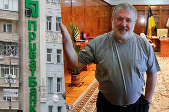 Бизнесмен Игорь Коломойский и логотип «Приватбанка» на здании в Киеве, коллаж «Газеты.Ru»