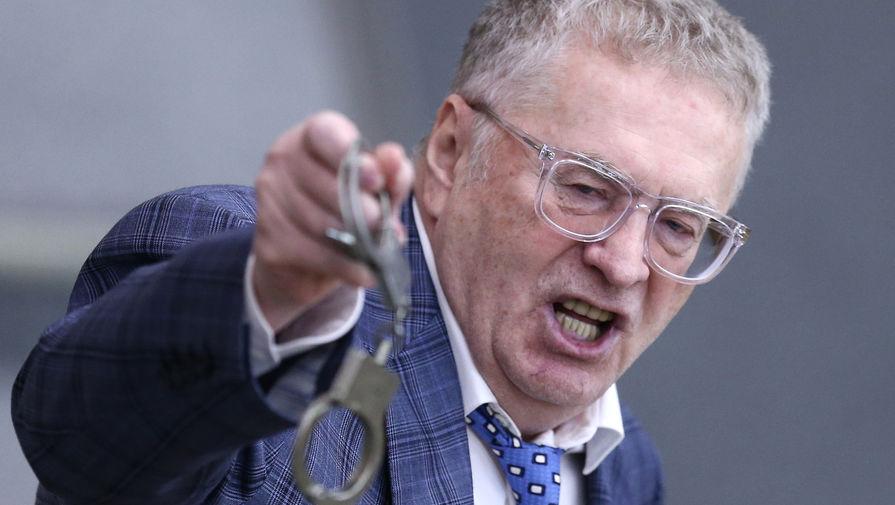 Жириновский, видимо, сразу понимал, что хлесткие и яркие высказывания &mdash; именно то, что нужно российскому избирателю. В августе 1991 года он публично поддерживает ГКЧП, а их противников называет «отбросами общества». После того, как ГКЧП провалился, высший совет ЛДПСС сам себе объявил выговор, а следственная группа по делу ГКЧП подготовила против Жириновского обвинения по шести статьям. Впрочем, их ему так и не предъявили. <br>На фото: Жириновский на пленарном заседании Государственной думы РФ, 2016 год
