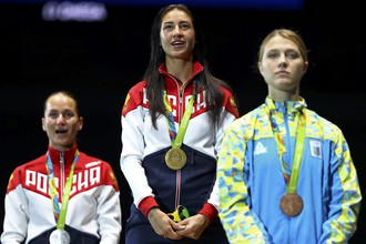 Российская саблистка Яна Егорян стала чемпионкой Олимпийских игр — 2016 в Рио-де-Жанейро. В решающем поединке она победила свою соотечественницу Софью Великую, которая стала серебряным призером. Бронза — в активе украинки Ольги Харлан