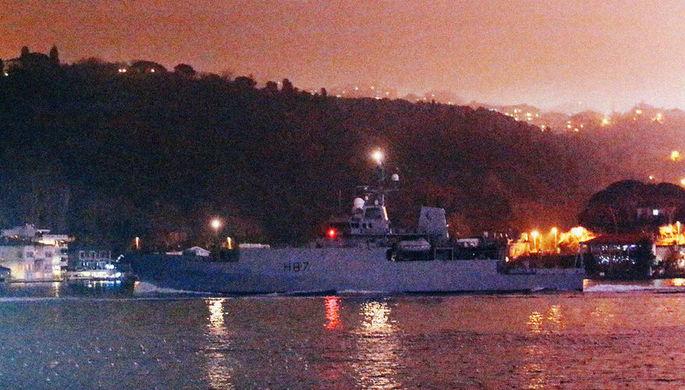 Британское гидрографическое разведочное судно HMS Echo в сопровождении турецкой береговой охраны в Босфорском проливе, 17 декабря 2018 года