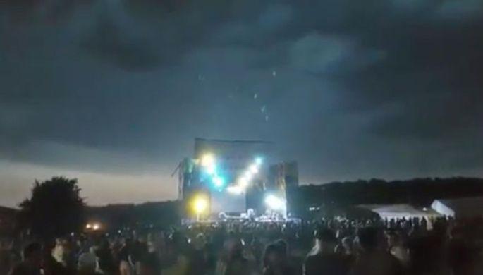 Момент обрушения сцены на KOZAK Fest, скриншот видео