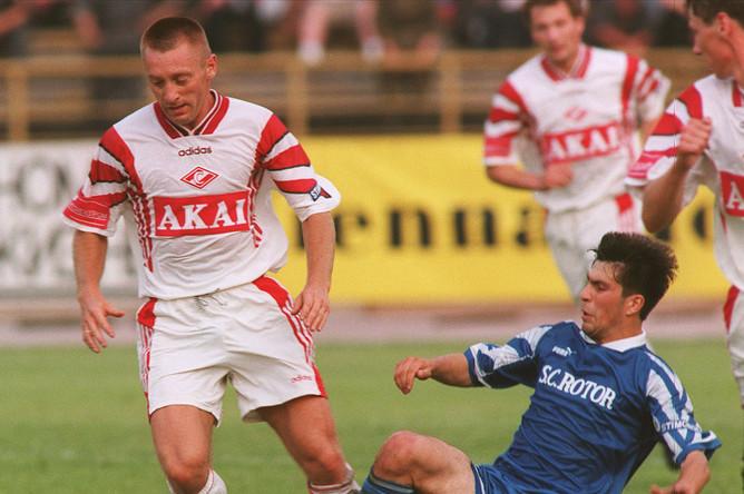 Встреча футболистов «Спартака» и «Ротора», в которой принимал участие Тихонов, 1997 год