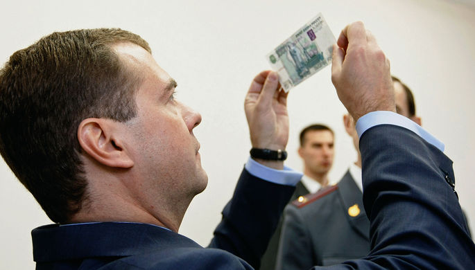 «Паника инвесторов»: как отставка Медведева поколебала рубль